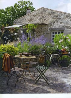 Picture Of Refined Provence Styled Terrace Decor Ideas Outdoor Rooms, Outdoor Gardens, Outdoor Living, Outdoor Decor, Outdoor Seating, Cozy Backyard, Backyard Ideas, Garden Deco, Cacti Garden