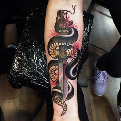 Serpent/Snake around dagger tattoo design Diy Tattoo, Custom Tattoo, Tattoos 3d, Tattoos For Guys, Modern Tattoo Designs, Snake And Dagger Tattoo, Tatuaje Old School, Knife Tattoo, Detailed Tattoo