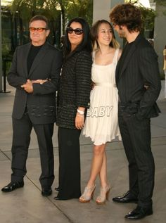Robin Williams Wife in Bikini | Robin Williams, wife and daughter at License to Wed premiere
