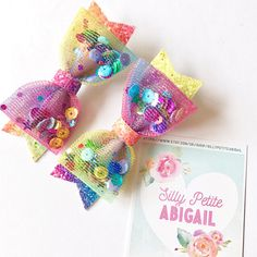 You can choose from these beautiful rainbow color with coordinating sequins inside, made the bows more fun Making Hair Bows, Diy Hair Bows, Diy Bow, Bow Hair Clips, Tulle Bows, Ribbon Bows, Rainbow Bow, Hair Decorations, Boutique Hair Bows