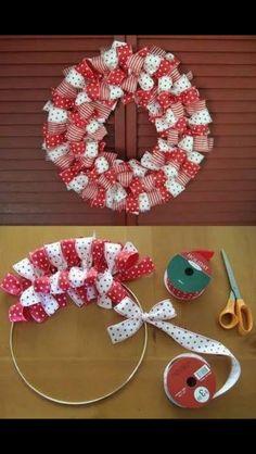 Kerstmis een gewillige kerstkrans aan de deur diy
