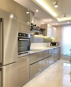 Interior design ideas for a luxury kitchen decoration. On this kitchen, you can see exceptional furniture design pieces. Take a look at the provisions and let you inspiring! See more clicking on the image. Home Decor Kitchen, Luxury Kitchens, Kitchen Decor, Interior Design Kitchen, Contemporary Kitchen, Kitchen Room Design, Modern Kitchen Cabinet Design, Home Kitchens, Luxury Kitchen Design