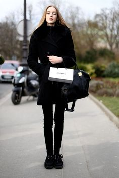 Model style round up all black