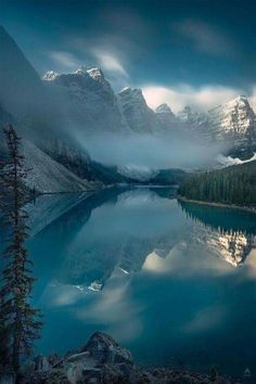 Moraine Lake and The Valley of Ten Peaks - AB, Canada Moraine Lake, Landscape Photos, Landscape Photography, Nature Photography, Photography Backgrounds, Portrait Photography, Cool Landscapes, Beautiful Landscapes, Banff National Park