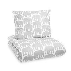 60 - Das Elefantti-Motiv wurde 1969 von Laina Koskela für die finnische Textilmarke Finlayson entworfen. Die beliebten Elefanten sind immer noch in Produktion und zieren hier eine hochwertige Bettwäsche. Bestellbar in verschiedenen Farbstellungen.