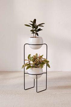 Dual standing planter