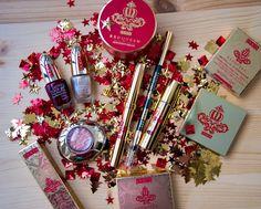 RED QUEEN - Рождество 2016 от Pupa.   Всем привет! Сегодня покажу вам по истине королевскую рождественскую коллекцию Pupa - Red Queen! Рождество 2016 от Pupa - это триумф непревзойдённого блеска и богатства. Королевские оттенки золота во всём его разнообразии соединяются с соблазнительными красными и бордовыми тонами образуя превосходное сочетание достойное настоящей королевы. Очень яркий и блестящий образ благодаря хорошо заметным блёсткам. Для женщин с королевским вкусом которые желают…