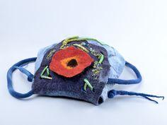 Schultertaschen - Marineblaue gefilzte Tasche mit 3D rote Mohn Blume - ein Designerstück von BlanCraft bei DaWanda