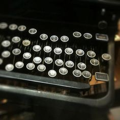 hellotypewriter:    typewriter (by eeemmmiii)