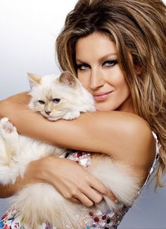 Gisele cozies up with Choupette for Vogue Brazil. // Photo by Karl Lagerfeld