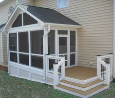 Wonderful Screened In Porch and Deck: 119 Best Design Ideas Small Screened Porch, Screened Porch Designs, Enclosed Porches, Decks And Porches, Front Porch, Small Back Porches, Up House, House With Porch, Porch Kits