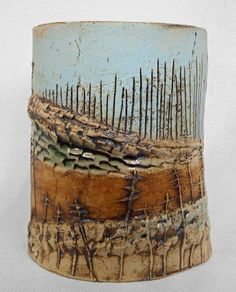 This slab pottery is absolutely a powerful style alternative. Pottery Houses, Slab Pottery, Ceramic Pottery, Pottery Art, Ceramic Texture, 3d Texture, Glazing Techniques, Pottery Techniques, Ceramic Clay