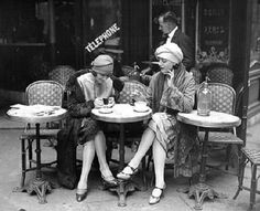 1920 cafe life