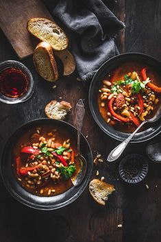 Hearty bean stew with peppers and chorizo - a thousand peas - Hearty bean stew with chorizo - Mexican Dinner Recipes, Cuban Recipes, World Recipes, Soup Recipes, Bbq Ribs, Bean Stew, Latin Food, Different Recipes, Soups And Stews