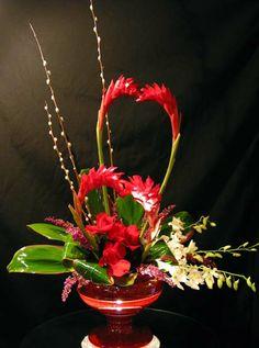 36 Beautiful Flower Arrangement Ideas For Valentines - Art and Decoration Contemporary Flower Arrangements, Tropical Floral Arrangements, White Flower Arrangements, Ikebana Flower Arrangement, Tropical Flowers, Fake Flowers, Amazing Flowers, Silk Flowers, Flowers Garden