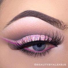 Soft glitter cat eye | 19 Ways Pink Eyeshadow Can Look Badass AF