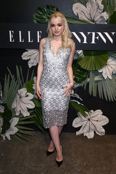 Dove 🌟 Perfection incredible beauty and the sexiest women in the world ! Hottest Young Actresses, Freaky Pictures, Dove Cameron Style, Disney Actresses, Chloe, Queen, Perfect Woman, Celebs, Celebrities