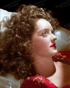 Bette Davis as photographed by George Hurrell in a 1940 sitting. Color enhanced image by Hollywood Pinups from the b&w original. George Hurrell, Classic Movie Stars, Classic Movies, Golden Age Of Hollywood, Classic Hollywood, Bette Davis Eyes, Betty Davis, Sharon Tate, Rita Hayworth