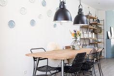 KARWEI | Aflevering 1: Een mix & match van verschillende stoelen geeft een speelse touch aan je eethoek.