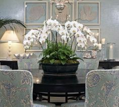 Nice table center - perfect for a large entry hall space!