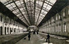 Andén la estación Constitución, Ferrocarril del Sur, c.1900. Documento Fotográfico Colección Witcomb inventario 275. En: http://www.mininterior.gov.ar/agn/galeria-imagenes.php
