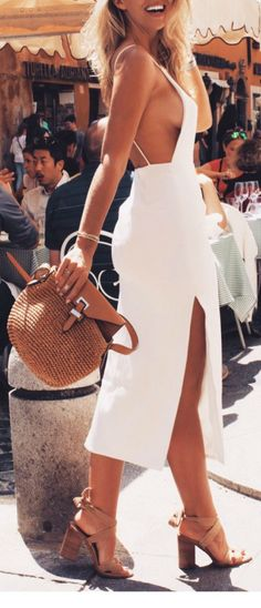I love white midi dress that show off side boobs <3. Just wish that i have the boobs to show off , hehehe