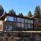 Mirá imágenes de diseños de Casas estilo Moderno}: Casa Chapelco Golf - Patagonia Argentina. Encontrá las mejores fotos para inspirarte y creá tu hogar perfecto.