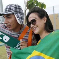 Com turma do Chaves, torcida brinca antes de jogo do Brasil http://esportes.terra.com.br/futebol/copa-2014/com-turma-do-chaves-torcida-brinca-antes-de-jogo-do-brasil,4e2cf71e86aa6410VgnVCM3000009af154d0RCRD.html