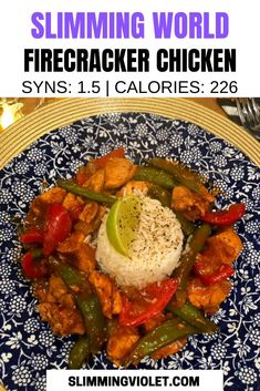 This firecracker chicken recipe is low in calories and Syns, and makes for the perfect Japanese fakeaway meal! Slimming World Fakeaway, Slimming World Dinners, Slimming World Chicken Recipes, Chicken Lunch Recipes, Slimming World Recipes Syn Free, Fish Recipes, New Recipes, Dinner Recipes, Chinese Prawn Recipes