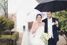 Regnvejr kan også give stemningsfulde bryllupsbilleder.