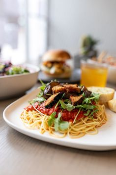 Want to know some of the top vegan restaurants in Toronto? Vegan food doesn't have to be boring and bland and blah! Read through my top 5 best vegan restaurants in Toronto to learn more. Best Vegan Restaurants, Parka, Toronto, Vegan Recipes, Spaghetti, Community, Ethnic Recipes, Top, Vegane Rezepte