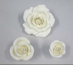 Mix pack white roses 8cm (large), 5cm (medium) and 4cm (bud)