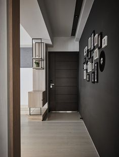 Beautiful entry. Like the divider and the horizontal lines in the door.- THINKING DESIGN | 90PERCENT BLACK