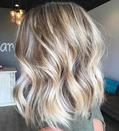 Blonde hair with highlights, short blonde balayage hair, medium length Short Hair Waves, Short Hair Cuts, Short Wavy, Blonde Hair Pictures, Medium Hair Styles, Short Hair Styles, Brown Ombre Hair, Hair Shows, Hair Lengths