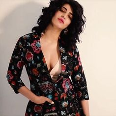 Shruti Hassan erotic cleavage queen Bollywood and tollywood with her curvy body Show. Hot and sexy Indian actress very sensuous thunder thig. Bollywood Celebrities, Bollywood Actress, Hot Actresses, Indian Actresses, Hello Magazine, Shruti Hassan, Body Curves, Bicycle Girl, South Actress