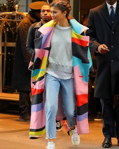 Nadire Atas on Coat of Many Colours Zendaya Coleman Zendaya Outfits, Chic Outfits, Fashion Outfits, Womens Fashion, Fashion Trends, Zendaya Fashion, Zendaya Street Style, Zendaya Coleman, Mein Style