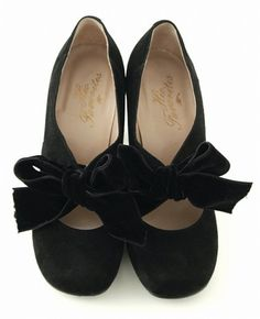 Velvet shoes & ribbons--can I haz these, please?