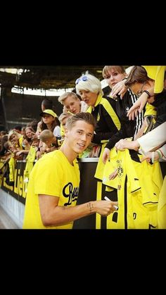 Erik Durm Autogramme - BVB Borussia Dortmund ♥ #erikdurm #durm #37 #bvb #echteliebe #mannschaft #deutschland #fußball #futbol #cute #boys #germanyboys #germany #borussia #dortmund #fan