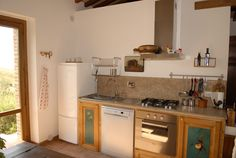La cucina, molto richiesta dagli ospiti che prenotano l'intera struttura