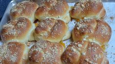 #Bread #Sweet_Bread #Cakes - Russian Bulochki Knots. This recipe sounds and looks delicious. It's for sweet yeast rolls/cakes filled with jam. Recipe and tutorial at the website.