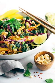 Paleo Meal Plans: Crunchy Thai Salad Recipe with Creamy Peanut Dressing - Each bite is packs a powerhouse of fresh superfoods all in one irresistible bowl. Salad Recipes Healthy Lunch, Green Salad Recipes, Salad Recipes Video, Summer Salad Recipes, Salad Recipes For Dinner, Summer Salads, Healthy Snacks, Vegetarian Recipes, Summer Food