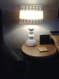 En ook mijn lamp met zilveren standaard met zwarte kap, gepimpt met gesso en acrylverf van action.