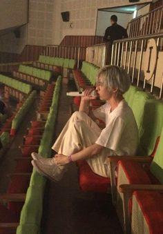 He's so tol how can he look smol Day6 Dowoon, Jae Day6, Baekhyun, Park Jae Hyung, Kim Wonpil, Woo Sung, Young K, Funny Kpop Memes, Just Dream