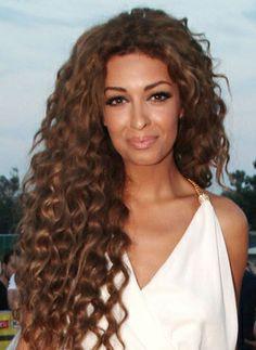 foureira hair color Medium Curls, Natural Hair Styles, Long Hair Styles, Hair Skin Nails, Hair Goals, Color Inspiration, Curly, Hair Color, Beautiful Women