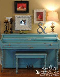 A Painted Piano. Love the turquoise.