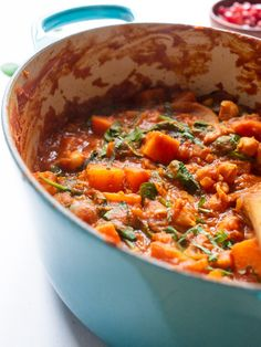 This Moroccan Vegetable Tagine is filled with carrot squash, chickpeas and warming spices. It's the perfect recipe for Meatless Monday! Tajine Vegan, Vegetarian Tagine, Healthy Vegetarian Lasagna, Family Vegetarian Meals, Vegetarian Recipes Dinner, Vegan Dinners, Vegetarian Chili, Weeknight Dinners, Healthy Vegetarian Recipes