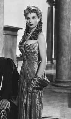 Bик – geripie: Vivien Leigh on the set of Caesar and...