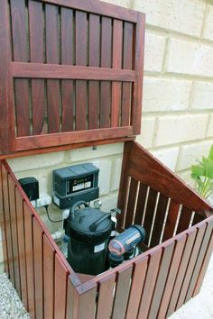 Hinged lid on pool pump enclosure Visit the post for more. Hinged lid on pool pump enclosure Visit the post for more. Backyard Projects, Outdoor Projects, Diy Projects, Pallet Projects, Backyard Ideas, Nice Backyard, Backyard Beach, Pergola Ideas, Pool Equipment Cover