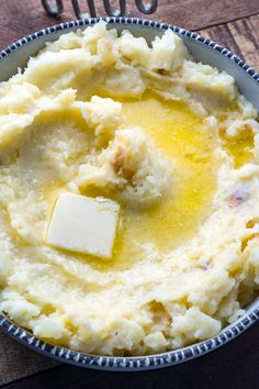 Super easy, light, fluffy and creamy mashed potatoes every time! Easy Mashed Potatoes, Creamed Potatoes, Mashed Potato Recipes, Thanksgiving Recipes, Holiday Recipes, A Food, Good Food, Yellow Potatoes, Mash Recipe