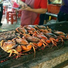 THIS is how to cook whole crabs! I'm going to need a bib and a pound of drawn butter. I'm going in! . Pic taken by @edwardyipp . . . #Grill #Grilling #BBQ #Barbecue #FoodPorn #GrillPorn #seafood #crab #grilledcrab #grilledseafood #shellfish #food #foodie #foodstagram #foodpics #instafood #foodiegram #GrillMaster #foodgasm #foodography #EEEEEATS #ForkYeah #OnTheTable #beautifulcuisines #vscofood #lentin #HolyFriday